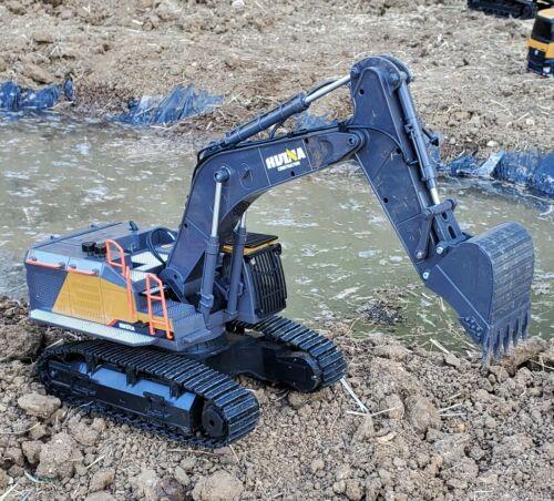 Huina 1592 22 Channel RC Excavator 1:14 Upgraded Metal Bucket - Latest Model