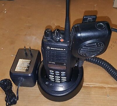 Motorola Ht1250 Uhf Portable Radio 403-470mhz Keypad Microphone Aah25rdh9aa6an
