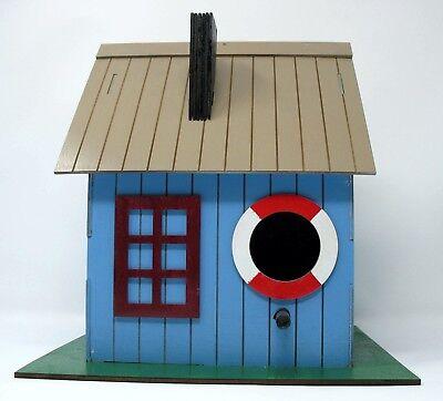 Sparrow Squeeze Inn Birdhouse Kit