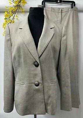 Le Suit Women's Career Gray 100% Polyester 2 piece Pant Suit Size 16 EUC.