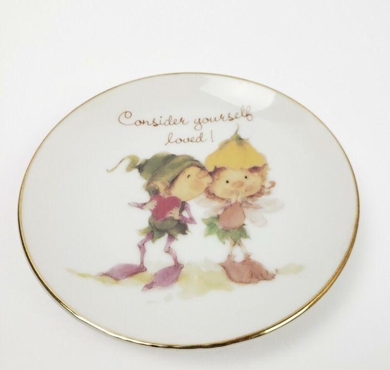 "Vtg Porcelain Plate ""Consider yourself loved!"" Elf Fairy Kiss Couple 4"""