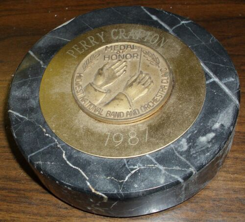 1987 MIDWEST NATIONAL BAND & ORCHESTRA CLINIC MEDAL OF HONOR PAPER WEIGHT (RARE)