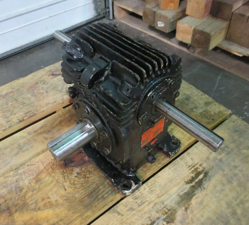 Cleveland Gear Co. Speed Reducer Size: 40RF Series: 89A Ratio: 6-1, 6.71 HP