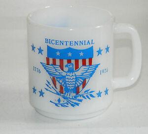 Vintage-1776-1976-Bicentennial-Milk-Glass-GLASBAKE-Mug-Cup-US-Eagle-Blue-Red