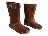 Brand new Oxygen tan usk boots size 6