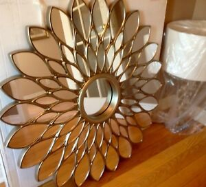 GORGEOUS ROSE PETAL DECORATIVE ACCENT MIRROR