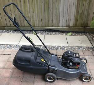 Lawn Mower Briggs and Stratton 450 Series 148cc 4 Stroke Free Fuel Can