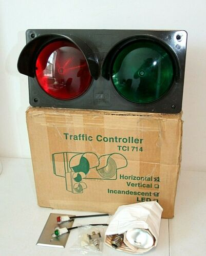 Horizontal Traffic Controller Light, Incandescent 2 Lens, Red & Green Signal NIB