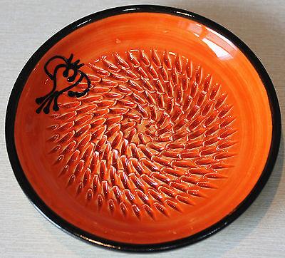 Reibeteller, Handarbeit, aus Keramik, Motiv: Knoblauch, Farbe: Rot/Schwarz