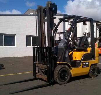 1.8T Nissan Forklift with Clear View Mast