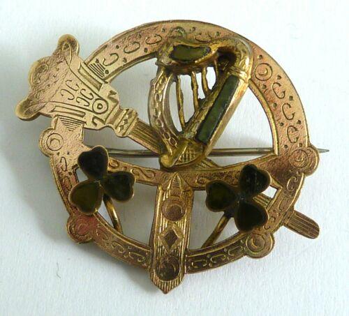 A VICTORIAN GOLD PLATED IRISH HARP & SHAMROCKS BROOCH WITH CONNEMARA MARBLE