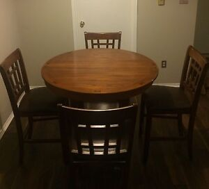 Dining table w/ leaf extension + 6 chairs