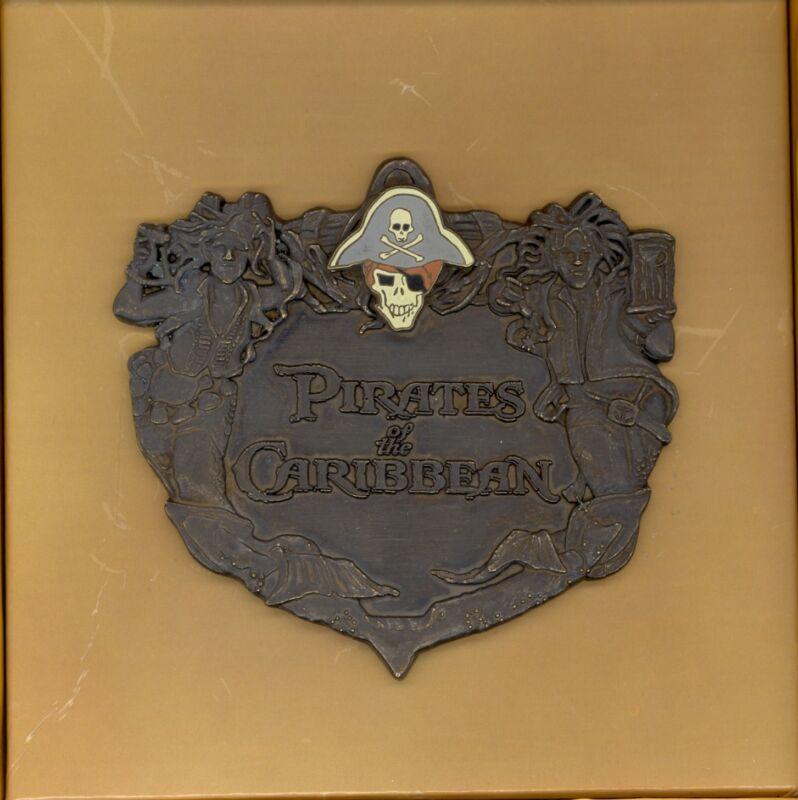 WDI Disney Pirates of the Caribbean Skull Placard Jumbo Cast LE Boxed Pin