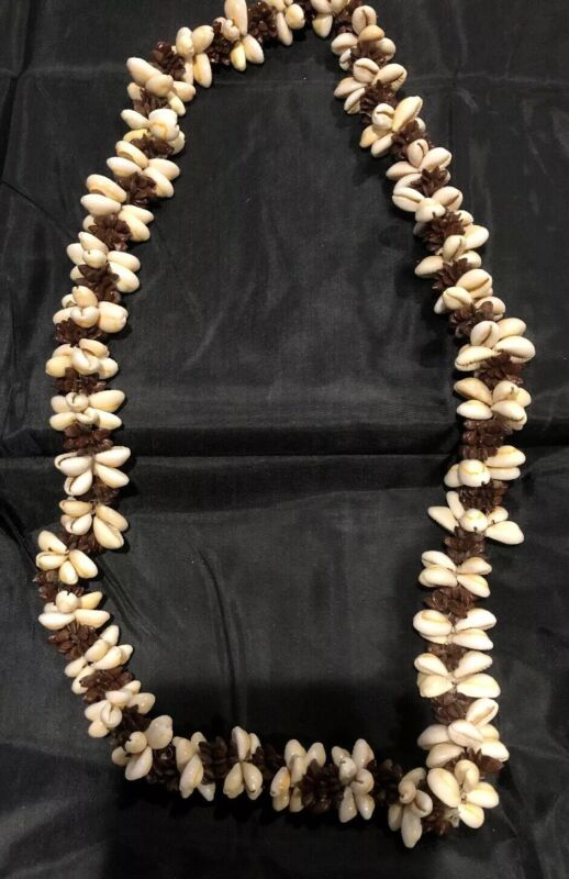 """Vintage Natural Sea Shell Apple Seed Lei Necklace Handcrafted 32"""""""