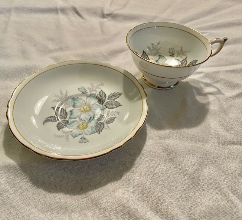 PARAGON BY APPOINTMENT FINE CHINA CUP & SAUCER ENGLAND