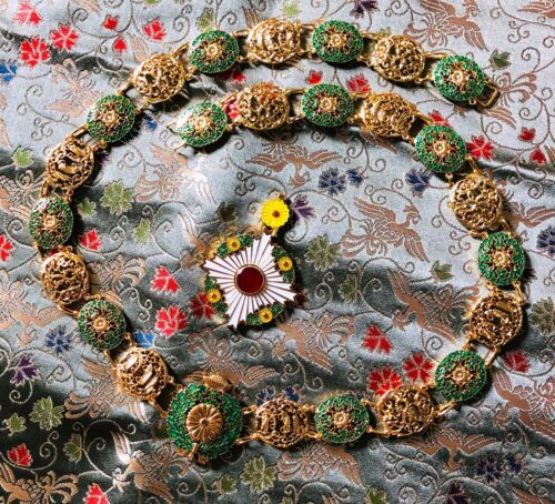 JAPANESE SUPREME COLLAR OF  ORDER OF THE CHRYSANTHEMUM IN GOLD
