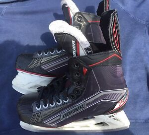 Bauer Vapor X600 Size 7D with 3 sets of blades.