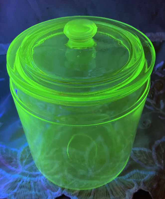 Beautiful Vintage 5-1/2 Green Depression Covered Glass Humidor