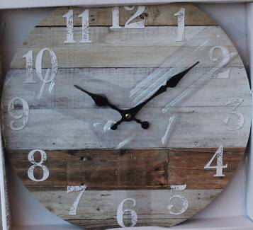 Weathered Boards 34cm Wood Wall Clock   BRAND NEW