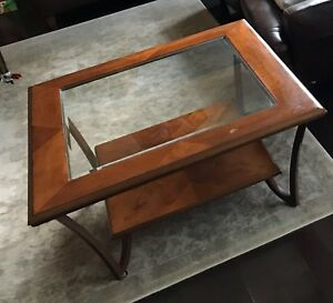 Coffee table tempered glass and solid wood