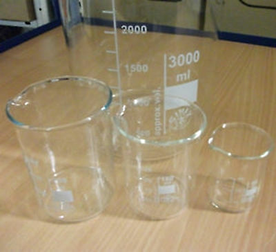 Hohe Höhe (Becherglas mit Teilung und Ausguß, hohe / niedere Form, versch. Größen, Neu)