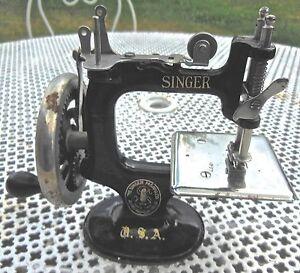 Ancien jouet en m tal machine a coudre singer usa ebay for Machine a coudre king jouet