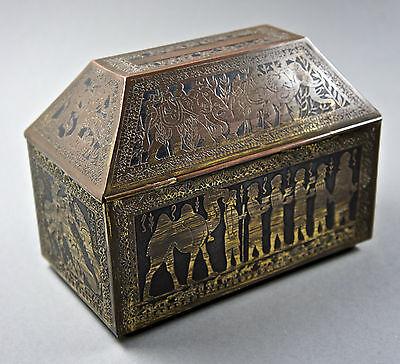 Sehr alte Teedose aus Metall, geätztes Rellief-Dekor, Holz Innenverkleidung.