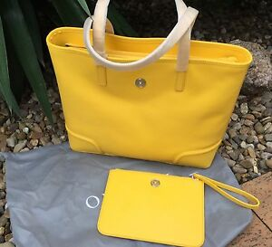 Oroton Melanie Tote plus Large zip around pouch BNWT Batemans Bay Eurobodalla Area Preview
