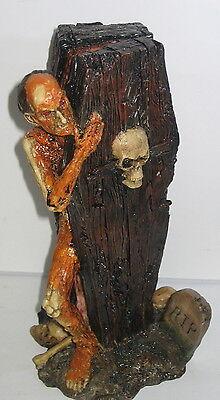 Vampir im Sarg, R.I.P. Frische Luft, gruselige Deko Figur, Kunststein, 22x10cm