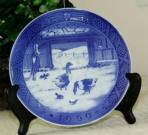 1969 Royal Copenhagen Porcelain Christmas Plate, In The Old Barnyard, 1st