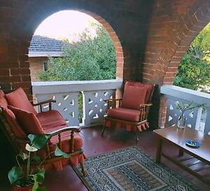 Beautiful art deco flat!! UWA 10 minute walk!! BUS STOP OUT FRONT Nedlands Nedlands Area Preview