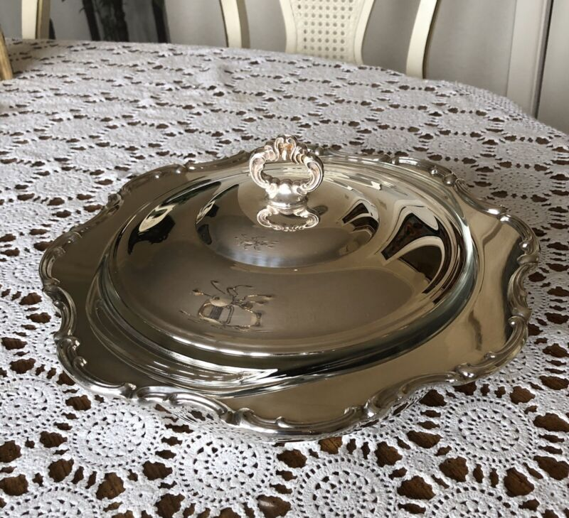 NEWPORT BY GORHAM Silver Plated Serving Dish With Pyrex Glass Bowl Insert.