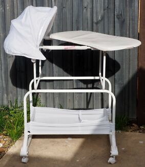 Free portable infant bassinet Point Cook Wyndham Area Preview