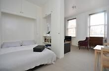 Spacious Studio Flat - 1 minute from Earls Court tube. 2nd floor, shower room and separate kitchen