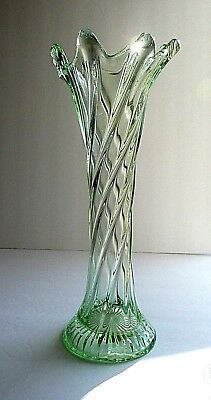 """Vintage Spiral Twisted Stretched Swung GREEN 11 3/8"""" Tall Glass Vase"""