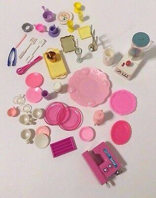Barbie Happy Family Kitchen Dining Wind Up Blender Sewing Machine & Accessories
