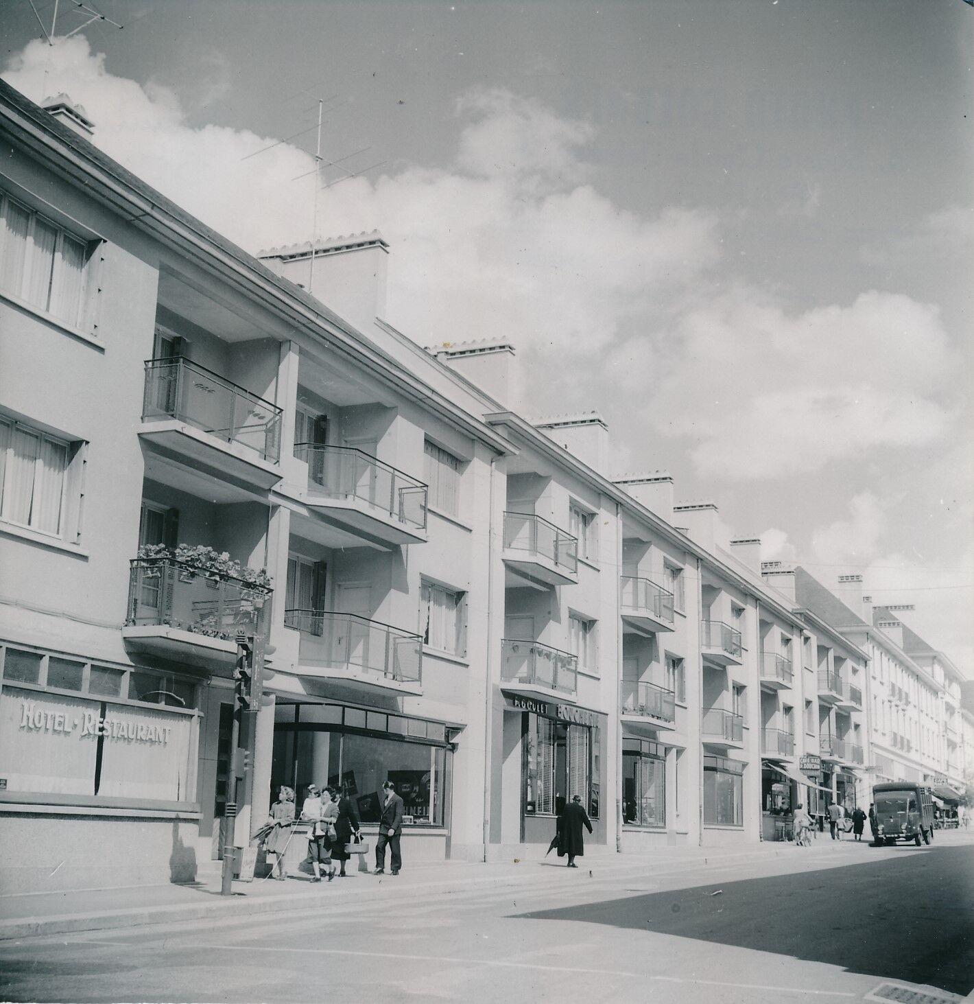 SAINT-LÔ c. 1950 - Immeubles Rue Commerçante  Manche  - Div 787