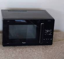 Whirlpool Crisp and Grill Microwave Fletcher Newcastle Area Preview