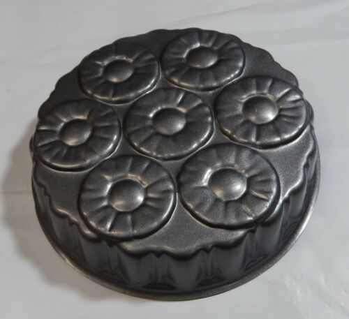 Nordic Ware Pineapple Upside Down Cake Pan Charcoal 8 Cup  CLEAN