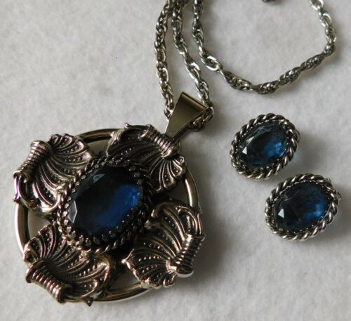 Set Necklace & Pair Silver Tn Earrings Blue Stones Pendant Has Shell Look Sides