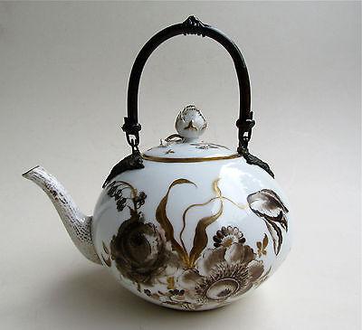 Große Porzellan Teekanne Kanne um 1800 Camaieu - Malerei braun / gold Blumen