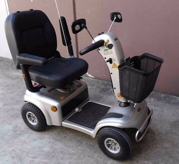 MOBILITY SCOOTER- SHOP RIDER TE9 - BATTERIES VERY GOOD
