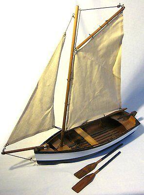 Fischerschiff- Schiffsmodell - Segler - Segelboot - Holzrumpf und Leinensegel