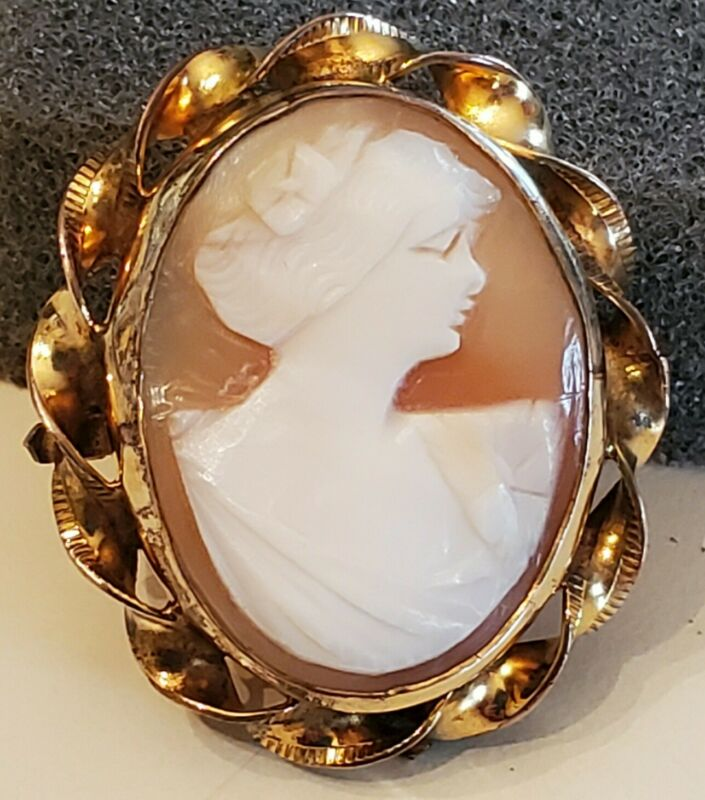 Vintage 12K Gold Filled Shell Cameo Pendant/Pin.