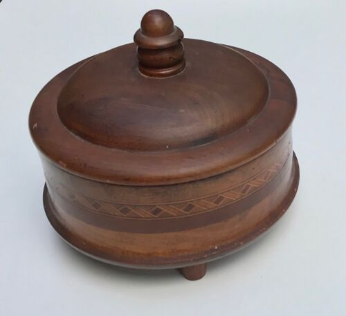 ANTIQUE OR VINTAGE ROUND INLAID WOODEN BOX WITH FINIAL LID
