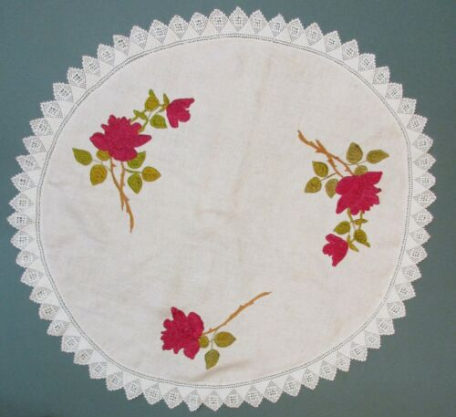 ROUND ARTS AND CRAFT LINEN WITH EMBROIDERED DESIGN OF ROSES