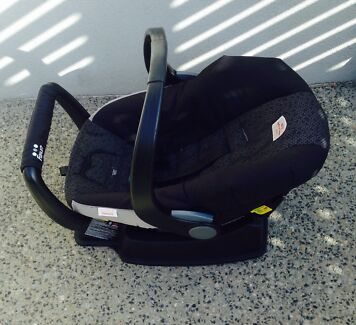 Britax Safe and Sound unity capsule comes with 2 cradle  Stirling Stirling Area Preview