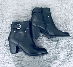 Naturalizer black leather boots / booties