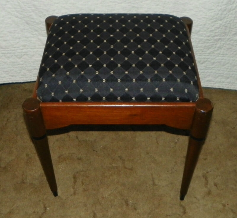 Walnut Singer Sewing Bench Stool  (BN116)