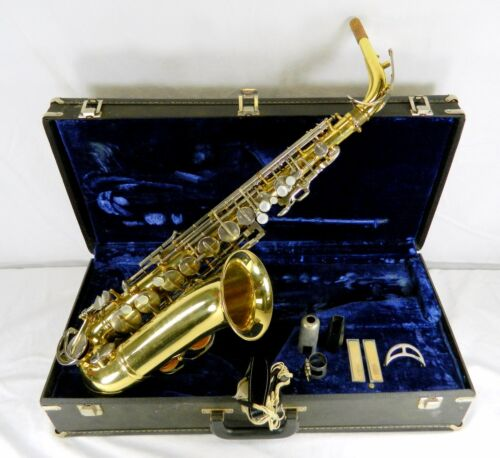 KING CLEVELAND 613 ALTO SAXOPHONE, S/N 727107, KING MP, HARD CASE, MORE
